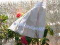 Falda de lino con pliegues para niña, color beige con entredos de puntilla, blanco y entredoses