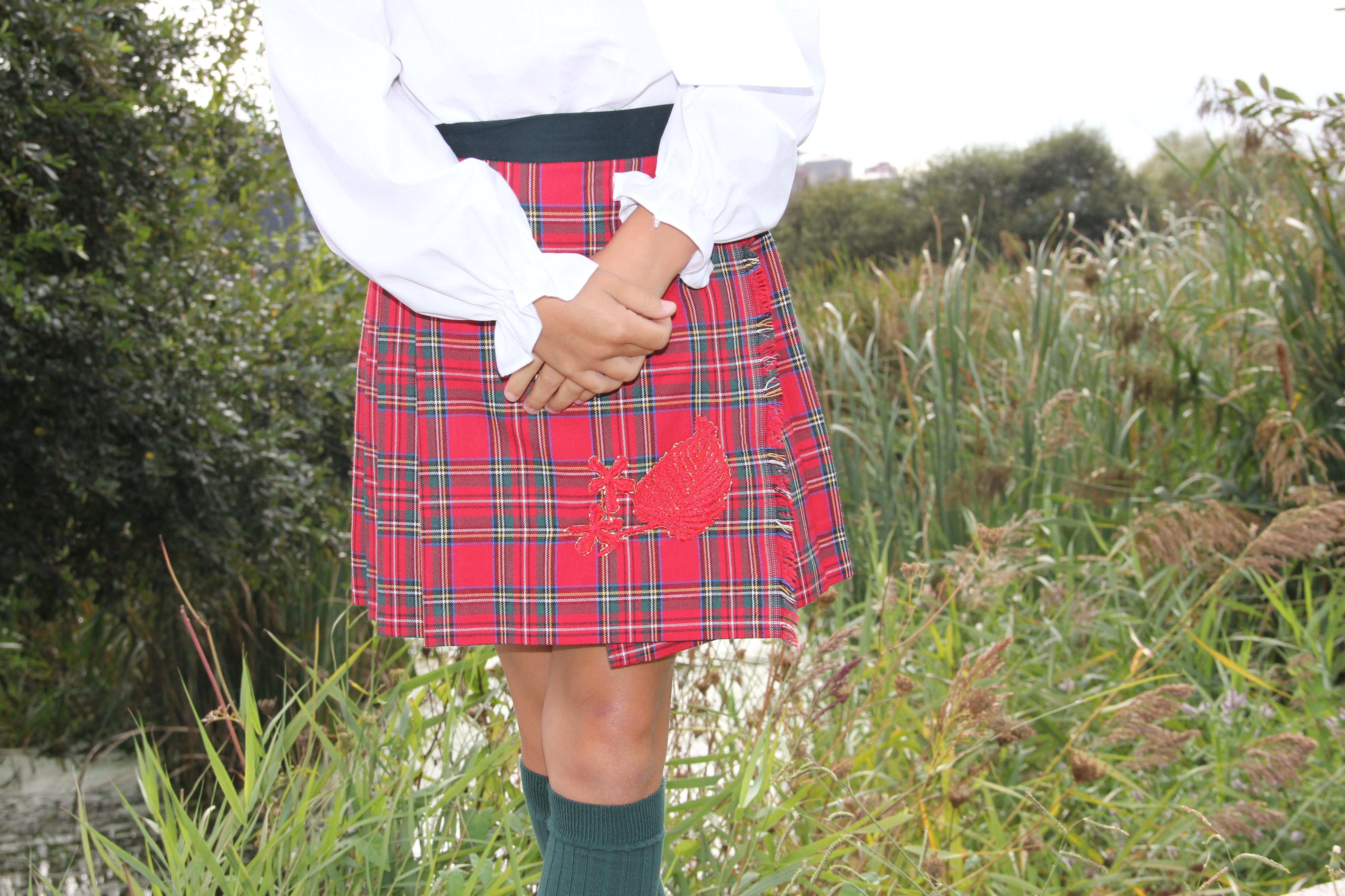 falda-escocesa-roja-para-niña-tienda-online-de-cuadros-falda-escocesa-para-niña-ropa-niña-original