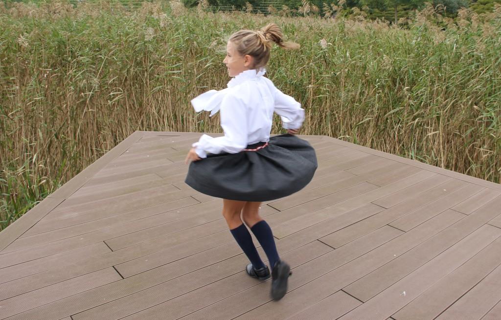 Falda austriaca gris de niña