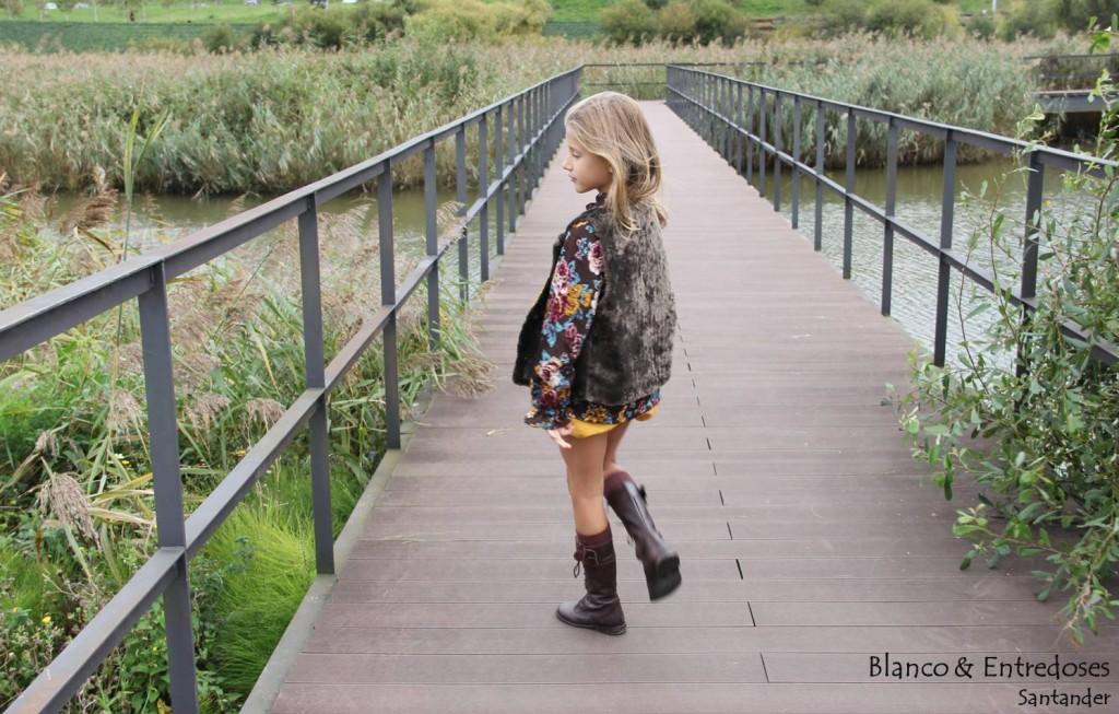 chaleco de piel para niña, moda otoño niña, tienda online moda infantil, ropa de niña online, short mostaza niña