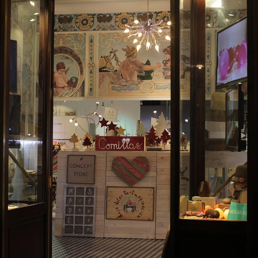 compras en Madrid, regalos de navidad en Madrid, comillas concept store, moda infantil blanco y entredoses