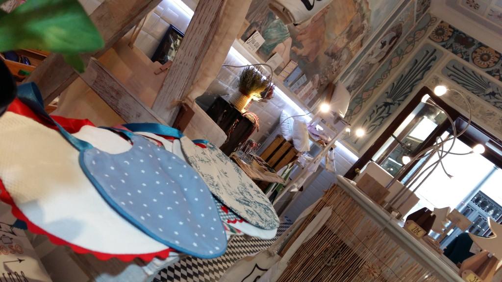 Blanco y entredoses en Comillas Concept store, tienda efimera en madrid (3)