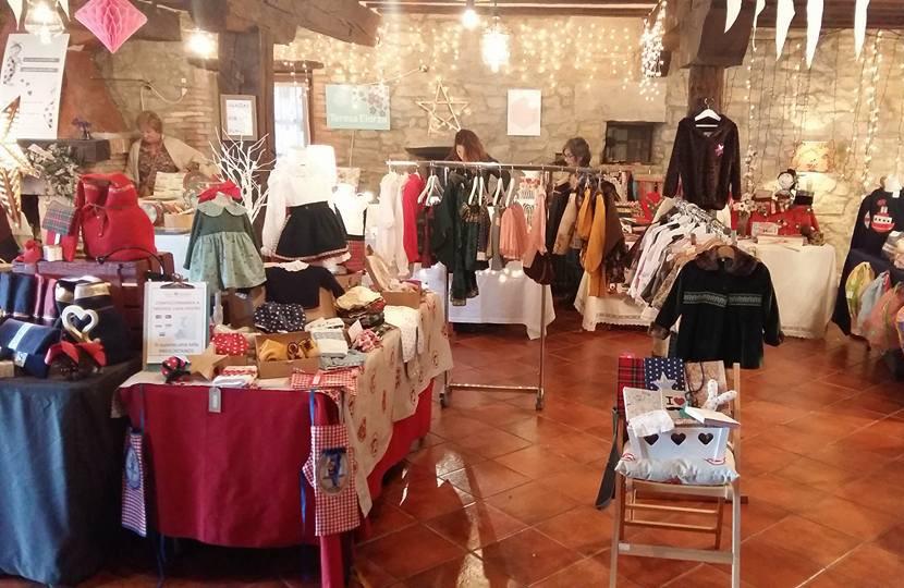 Blanco y entredoses en el mercadillo navideño de la Posada de Santa Ana en Suances (5)