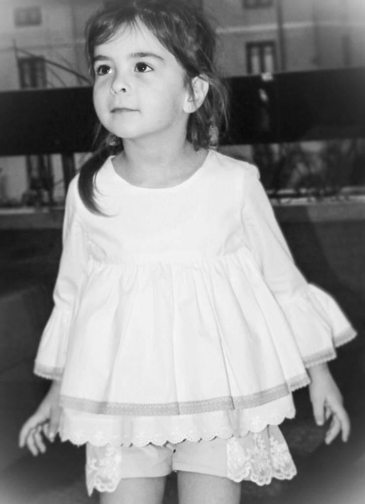 blusa blanca acampanada para niña, tienda online de moda infantil