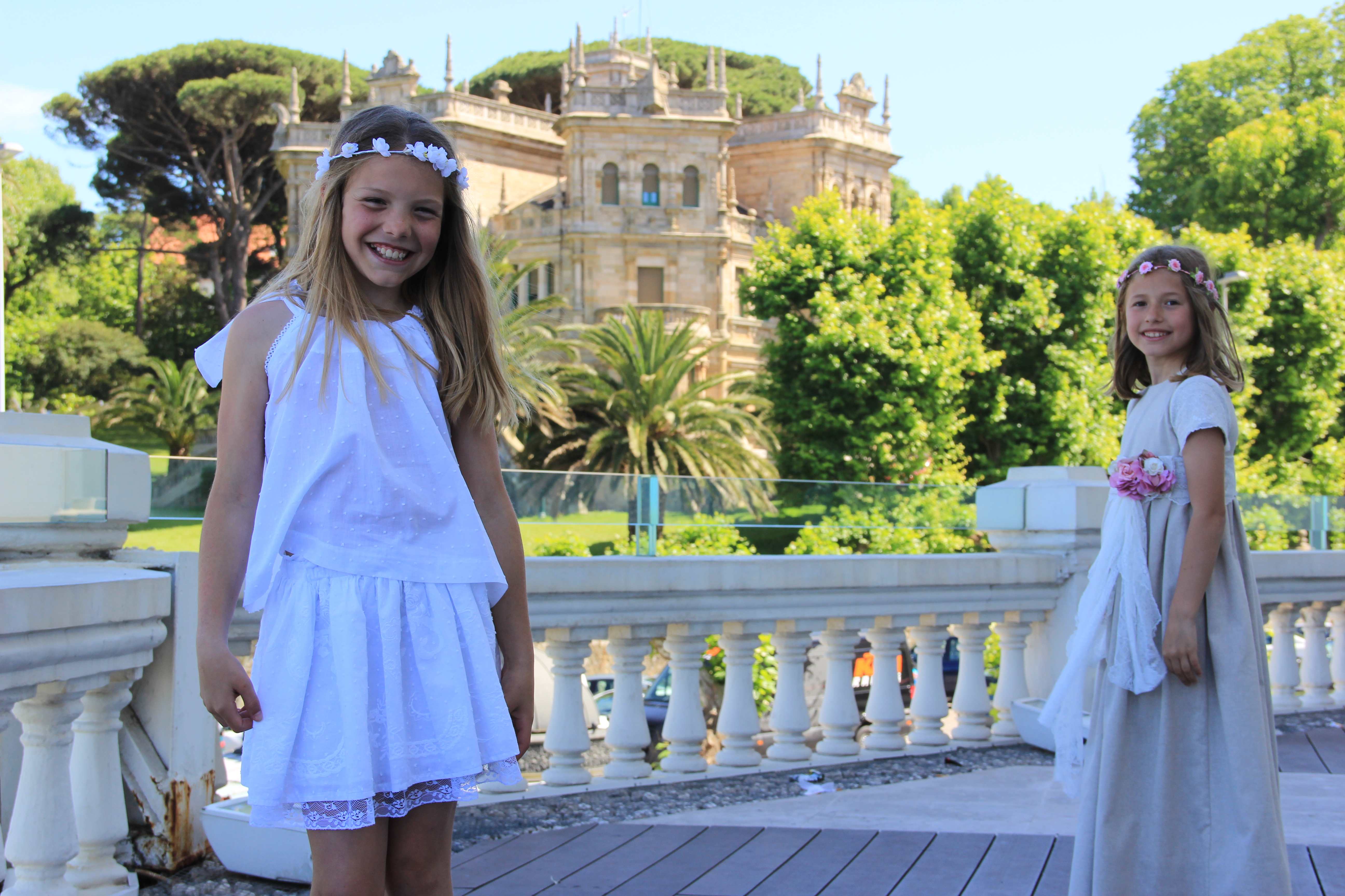Falda de plumeti bordado, conjunto de ceremonia niña, boda ibicenca niña, ropa blanca verano niña